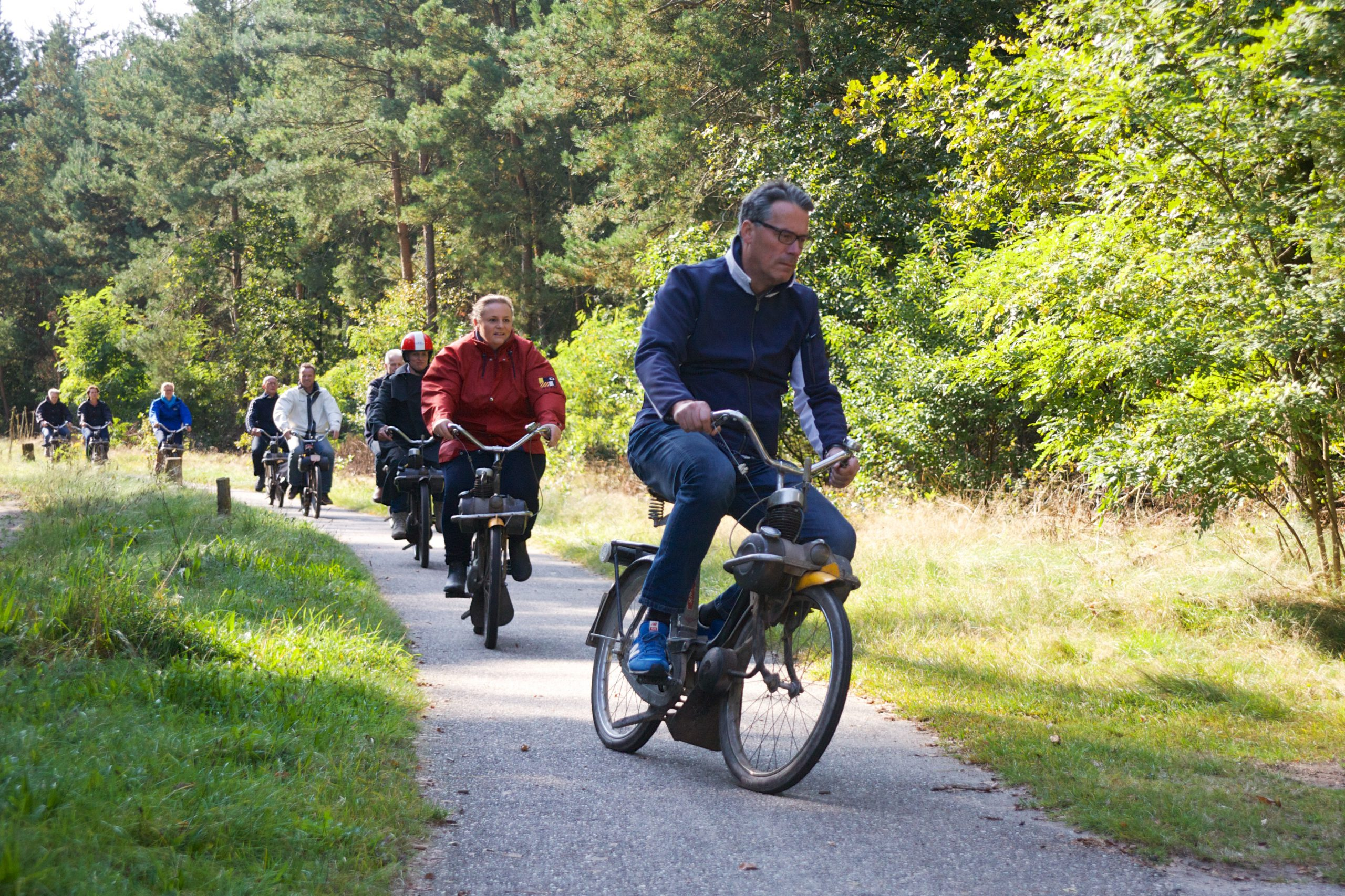 Solex rijden door de bossen Solex rijden door bossen in Brabant